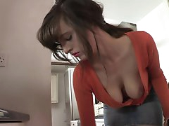 Enjoy hottie posing her naughty tits
