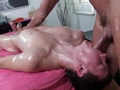 Tyler Sweet is making nice massage..