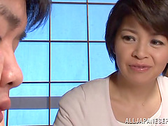 Japanese mom Beni Itou gets her hairy..