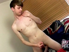 Jerking off his solo dick and cumming