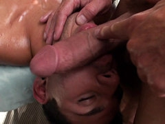 Masseur makes his cock feel so good