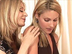 Mom and daughter in steamy oral show