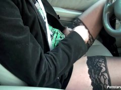 Handjob in the car from hottie