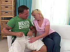 Mature Amateur Blonde Screams In..