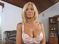 A mature woman gives a titjob and..