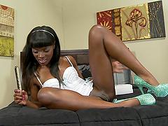 Ebony Pornstar Performs Alluring Solo..