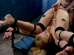 Lesbian On Electroshock Gives Her Best..