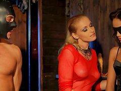 Kathia Nobili dominates Sophie Lynx..