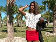 Cute Dominicana Staci Ellis sucks a..
