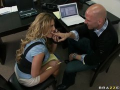 Great office threesome sizzles