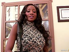 Diamond Jackson gets her black snatch..
