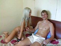 Teen wears collar during threesome