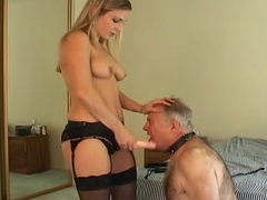 Facesitting goddess strapon fucks his..