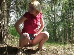 Jean skirt girl pees in the woods