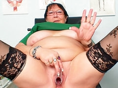 Fat old nurse fucks pussy with speculum