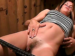 Gorgeous Amateur Toying Her Hairy..