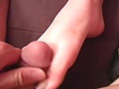 Jizzing on her feet after hot footjob