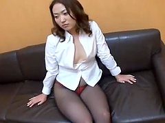 Japanese milf in pantyhose gets her..