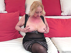 Busty Mature Amateur Bouncing on a..
