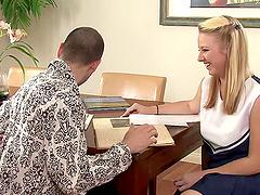 Curvaceous blonde babe Ami Jordan gets..