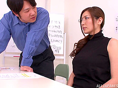Yuna Shiina is eaten out before giving..