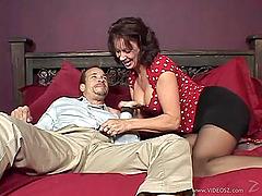 Curvy Matured Woman Swallows Cums..