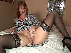 Robbye Bentley the sexy MILF getting..