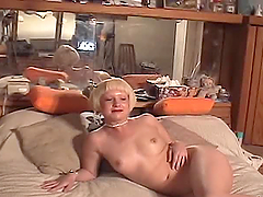 Short-haired blonde Alis Alisa shows..