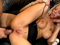 Blond mom Lara De Santis enjoys a DP..