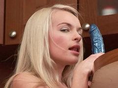 Yesenia fingering her pussy in the..
