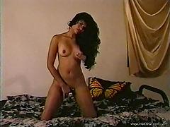 Amateur Indian cutie fingers her pussy..