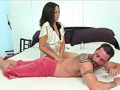 Seductive Latina pornstar giving a..
