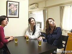 Busty Japanese slut in blue bra gives..