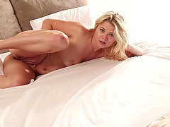 Cute solo model cums her brains out..