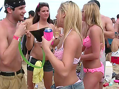 Amateur cuties wearing bikinis get..
