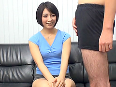 Cute asian milf gives amazing amateur..