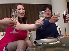 Mature Japanese cowgirl delivering a..