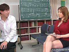 A teacher gives a MILF a music lesson..