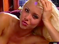 Blonde babe Teri Harrison's body can..