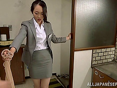 Hot Japanese babe knows how to handle..