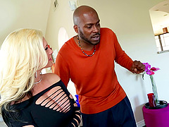 Blonde babe slobbers on BBC and rides..