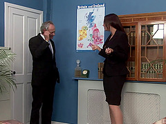 An older guy pulls out of his secretaries pussy and cums in her mouth