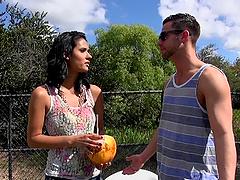 Latina babe Karmen Bella meets a guy..