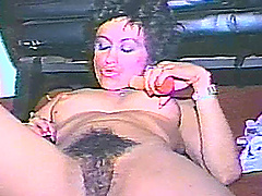 An amateur MILF uses two different..