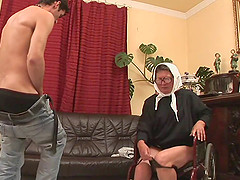 Old granny with glasses gets her seasoned muff penetrated