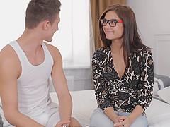 Ravishing amateur in glasses gets..