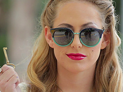 Perfect pinup girl Carter Cruise gives..