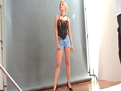 Shorts-clad blonde porn star with a..