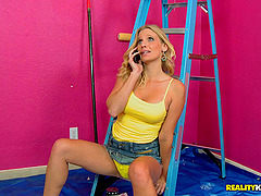 Housewives give up painting for an..