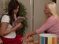 Bobbi Starr goes to bed with Cindy..